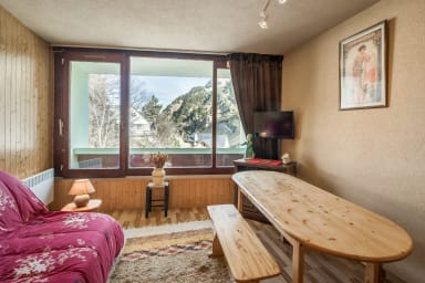 Large studio w/ parking in La Mongie center, 80 m to the ski runs - Welkeys