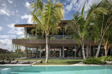 Exceptional architect's 5 Br villa, an Oasis Gem in center of Canggu