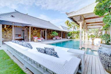 A Comfortable and Modern 4 Bedrooms at the Heart of Seminyak 60% discount !