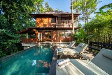 NEW Jungle Wooden Villa, 3 BR, Ubud w/ staff