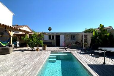 BNB RENTING bungalow 30m² donnant sur jardin privé de 150m² avec piscine