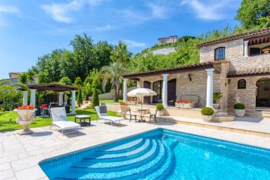 Magnifique villa 5* avec piscine et vue dégagée à Cagnes-sur-Mer - Welkeys
