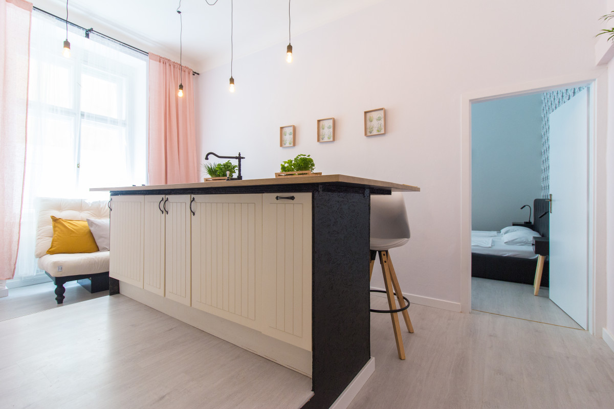 Apartment for 6 next to the Main Train Station by easyBNB photo 5793140