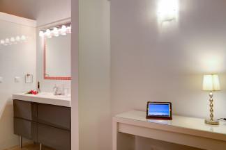 Ensuite bathroom 5