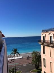 Elegant lägenhet med balkong och Promenade des Anglais utanför porten