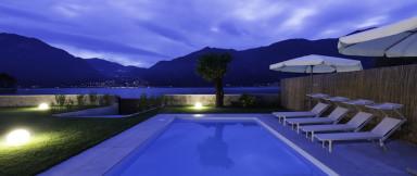 Läcker villa med pool på Comosjön precis vid stranden