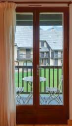 balcon, 1 table et 2 chaises
