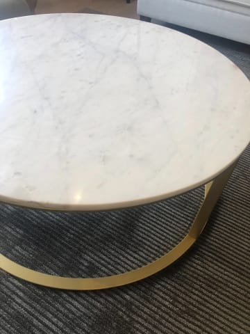 Huber coffee table white banswara marble w brass 01