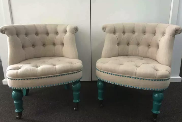 Helene accent chair classic cream w turquoise 01