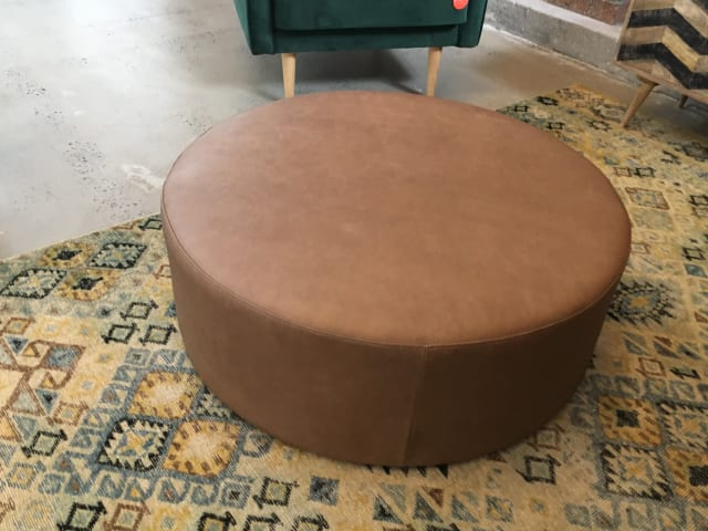 Alexa large leather round ottoman walnut 02