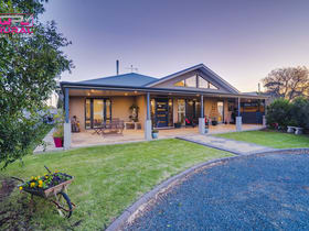 Hotel, Motel, Pub & Leisure commercial property for sale at 2 Junee Road Temora NSW 2666