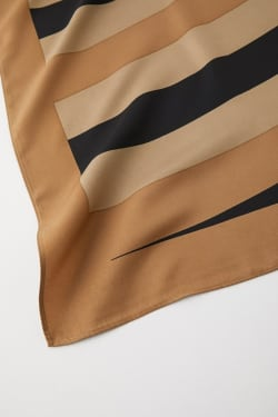 TWIRL MOTIF scarf