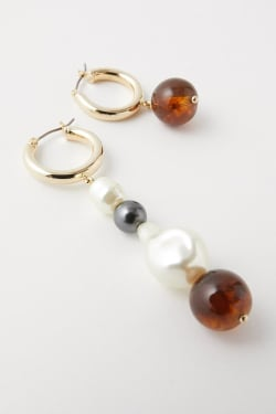 FAUX PEARL ASYMMETRY EARRINGS