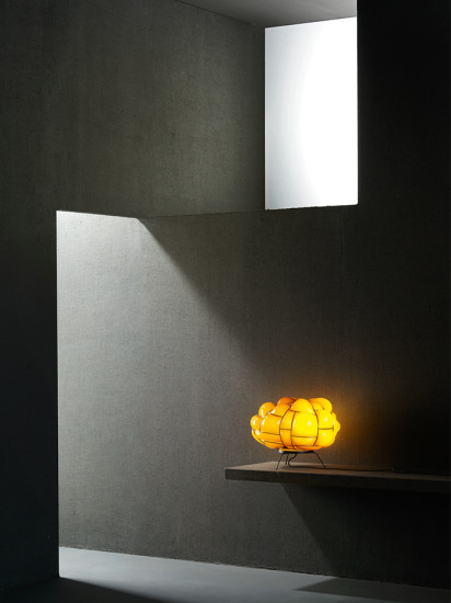 Egg Table: Table lamp available in different colours