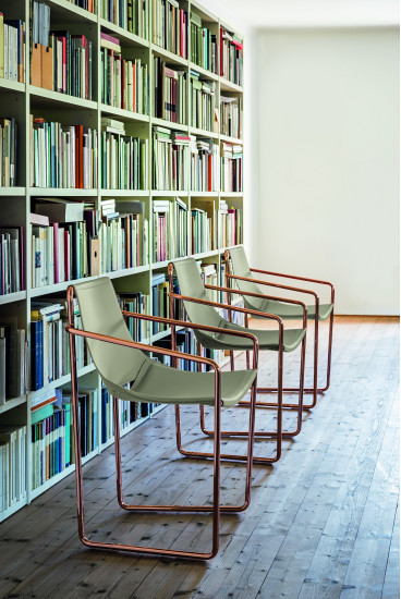 Apelle P: Small armchair available in different colours