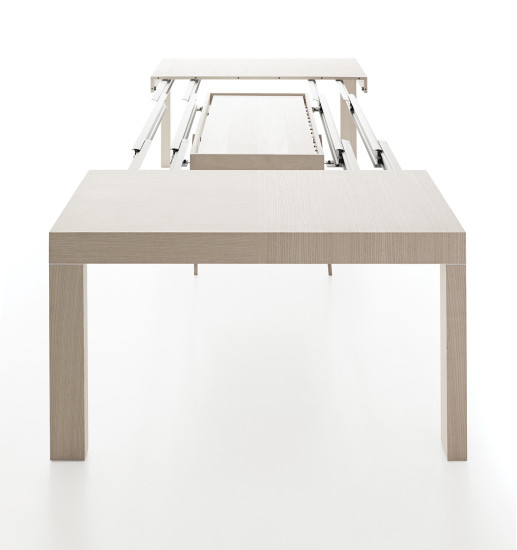 Duetto: Extending table in different finishings