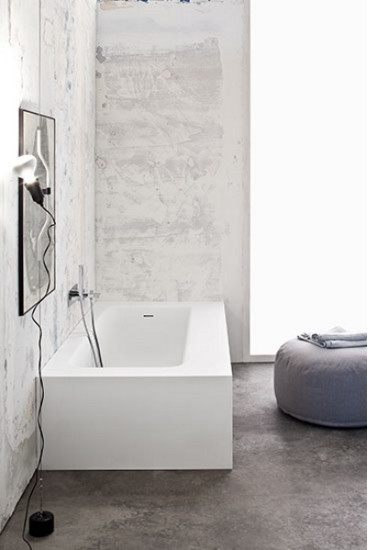 Kelly: Wall mount bath in different sizes