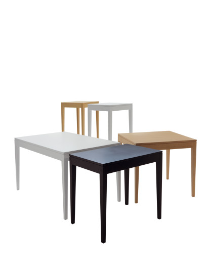 Break: Table L 80 cm D 80 cm H 73 cm