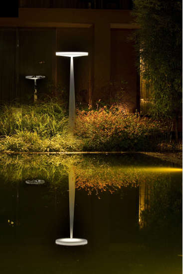 Equilibre Eco F33: Floor lamp for indoor or outdoor use