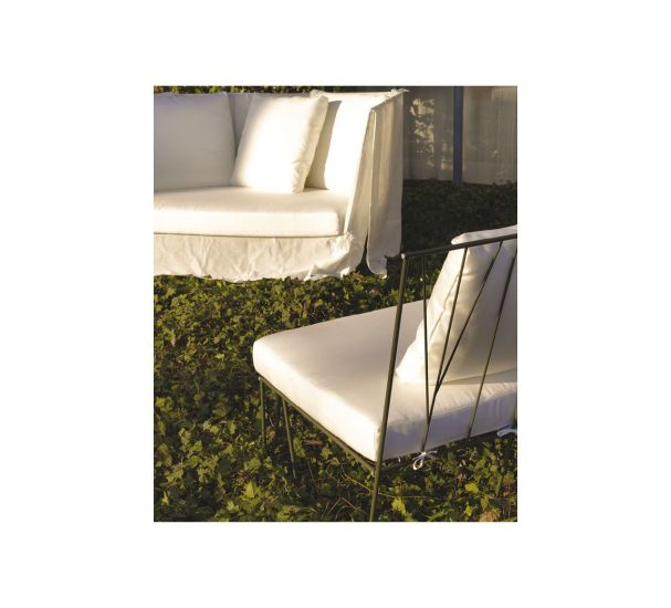 Hervé: Single seat with steel structure