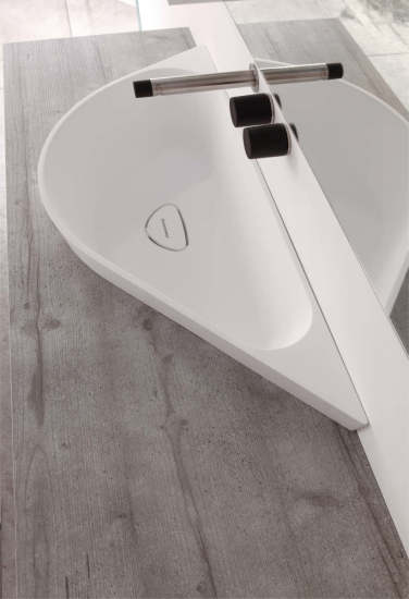 Horus: Semi-recessed washbasin in different finishings