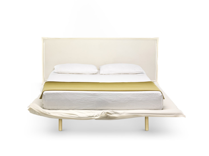 Big Hug: Bed upholstered in different fabrics with base 180 cm x 200 cm