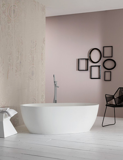 Heidi: Free standing bath in different finishings
