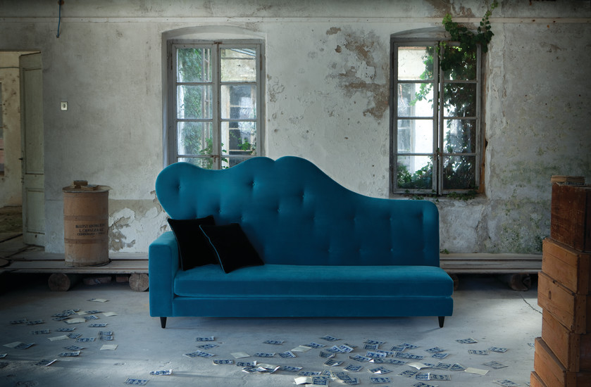 Salon: Sofa upholstered in fabric or leather
