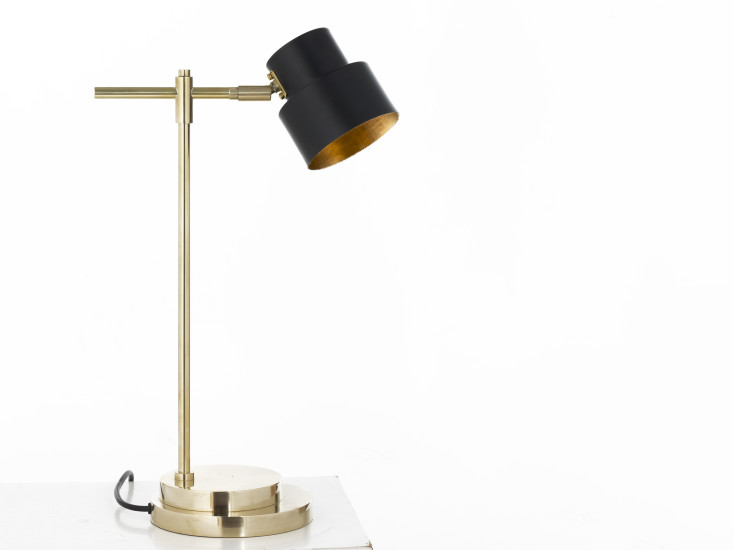 Satellite 02: Table lamp available in different finishings