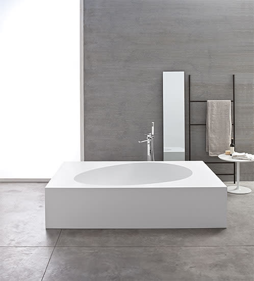 Aki: Recessed bath in different sizes