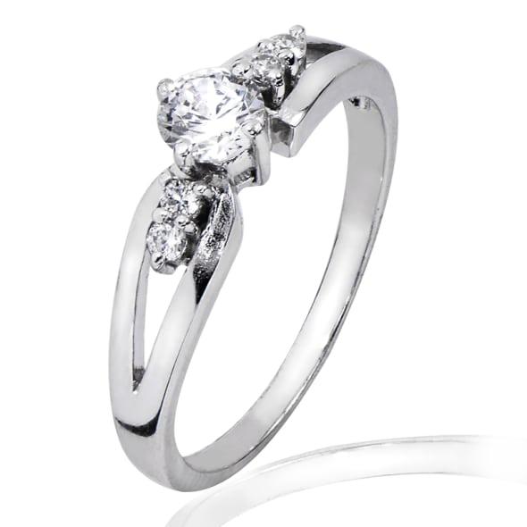 แหวนทอง 18K ประดับเพชร น้ำหนักรวม 0.30 กะรัต ค่าสี F ค่าความสะอาด VS