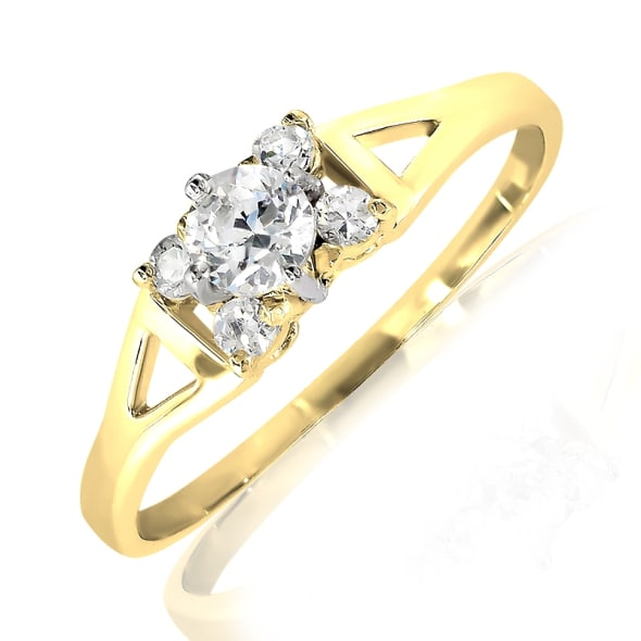 18K Gold and 0.16 Carat E Color VS Clarity Diamond Ring.