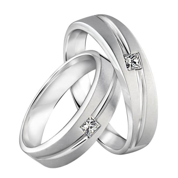 แหวนทองคู่รัก 18K ประดับเพชรสี่เหลี่ยม น้ำหนักรวม 0.40 กะรัต ค่าสี E ค่าความสะอาด VS1