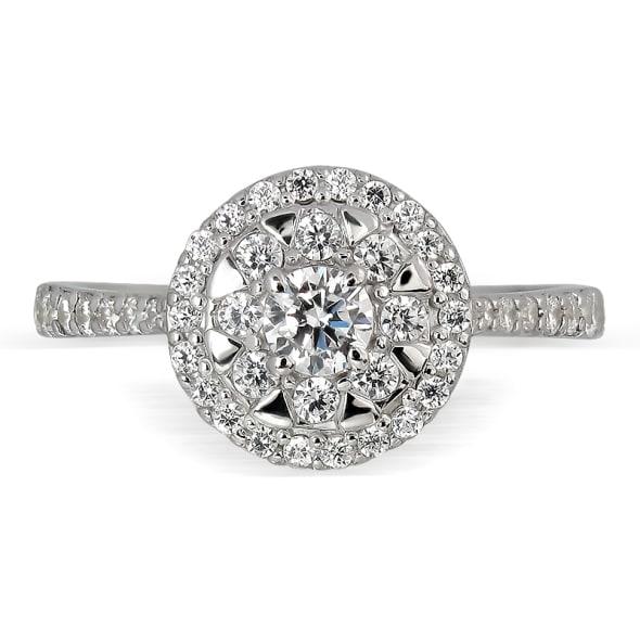 แหวนทอง 18K ประดับเพชร น้ำหนักรวม 0.60 กะรัต ค่าสี E ค่าความสะอาด VS2