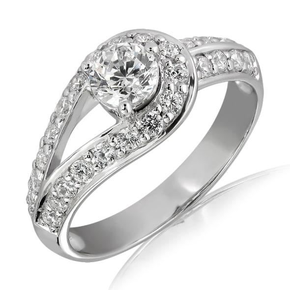 แหวนทอง 18K ประดับเพชร น้ำหนักรวม 0.65 กะรัต ค่าสี E ค่าความสะอาด VS1