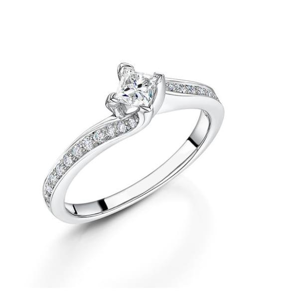แหวนทอง 18K ประดับเพชร น้ำหนักรวม 0.45 กะรัต ค่าสี G ค่าความสะอาด VS
