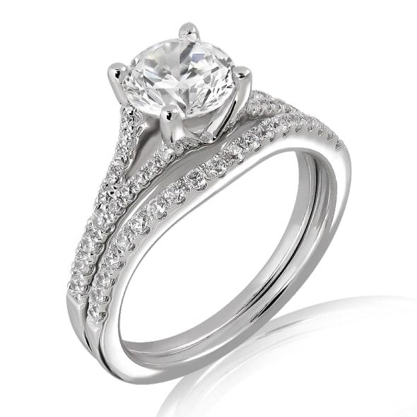 แหวนทอง 18K ประดับเพชร น้ำหนักรวม 0.79 กะรัต ค่าสี D ค่าความสะอาด VVS1 EX/EX/EX เพชรมาพร้อมใบรับรองจากสถาบัน GIA และแหวนเพชร Matching Band