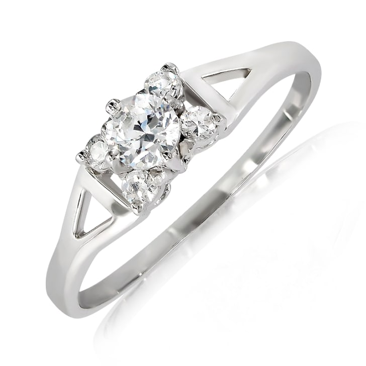 แหวนทอง 18K ประดับเพชร น้ำหนักรวม 0.16 กะรัต ค่าสี E ค่าความสะอาด VS