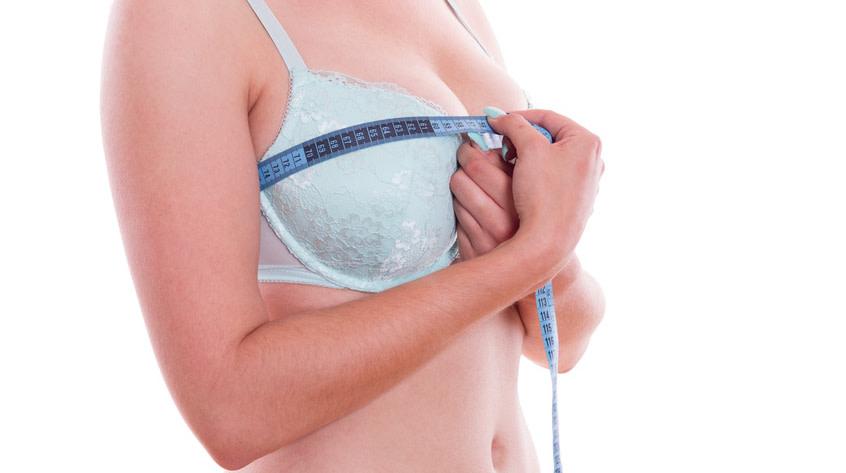 Wie soll die Brust aussehen? Bei der Wahl der richtigen Methode spielt das gewünschte Ergebnis eine große Rolle. - (c) SENTELLO Fotolia