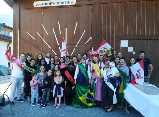 Trezetilienses e demais brasileiros celebraram a festa na Áustria