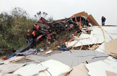 Colisão entre duas carretas provoca uma morte na BR-470 em São Cristóvão do Sul