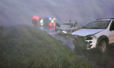 Veículo com placas de Joaçaba se envolve em acidente na BR-153