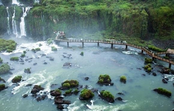 Walk along the bridge for spectacular views