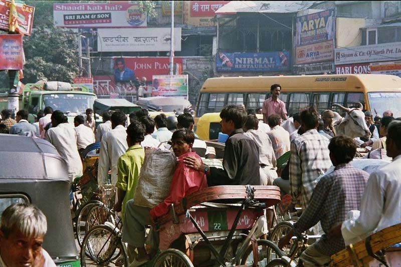 Chaotischer Verkehr in Delhi