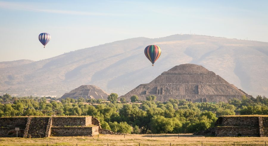 Hot air ballons over the pyramids of Teotihuacan in Mexico Tours, Central America