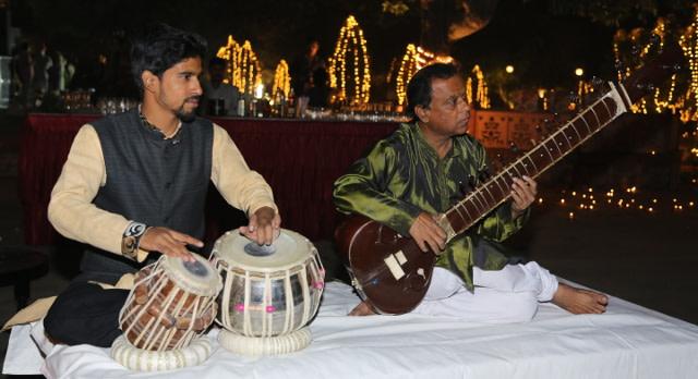 Musikern spielen traditionelle Rajasthani-Musik für die Feierlichkeiten