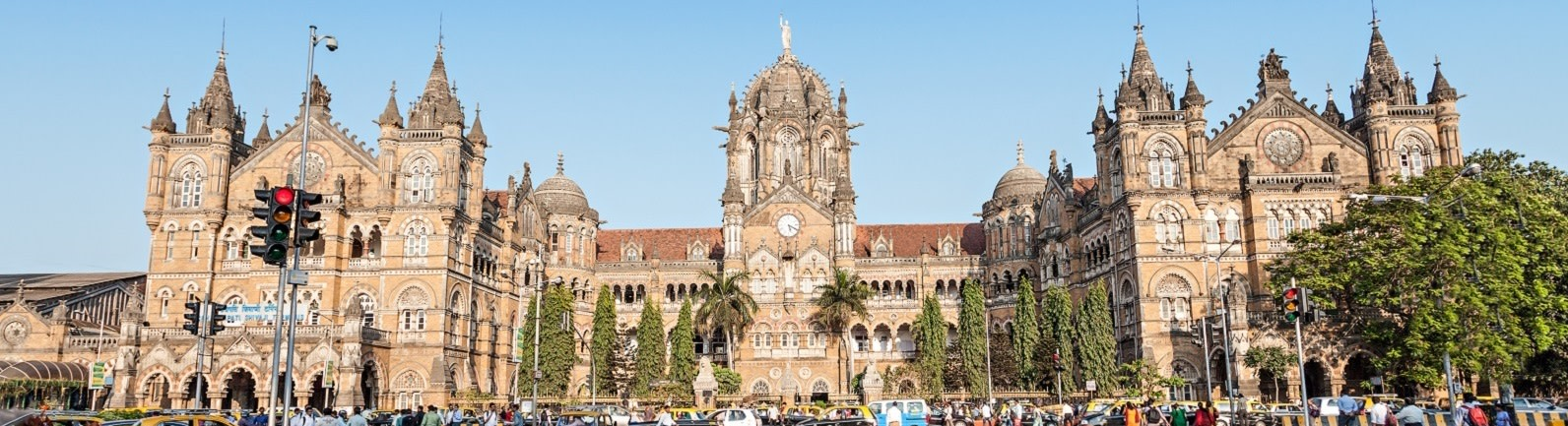 Mumbai train station - India Tours - Enchanting Travels