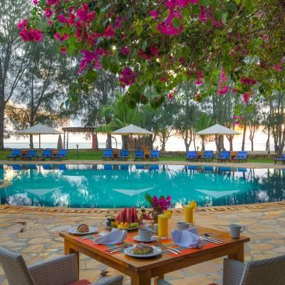 Beach Resort breakfast by the pool