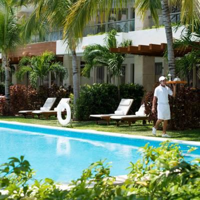 Pool and beach waiter service