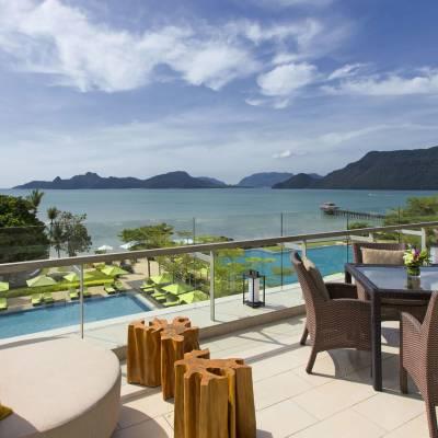 Sea Breeze Lounge